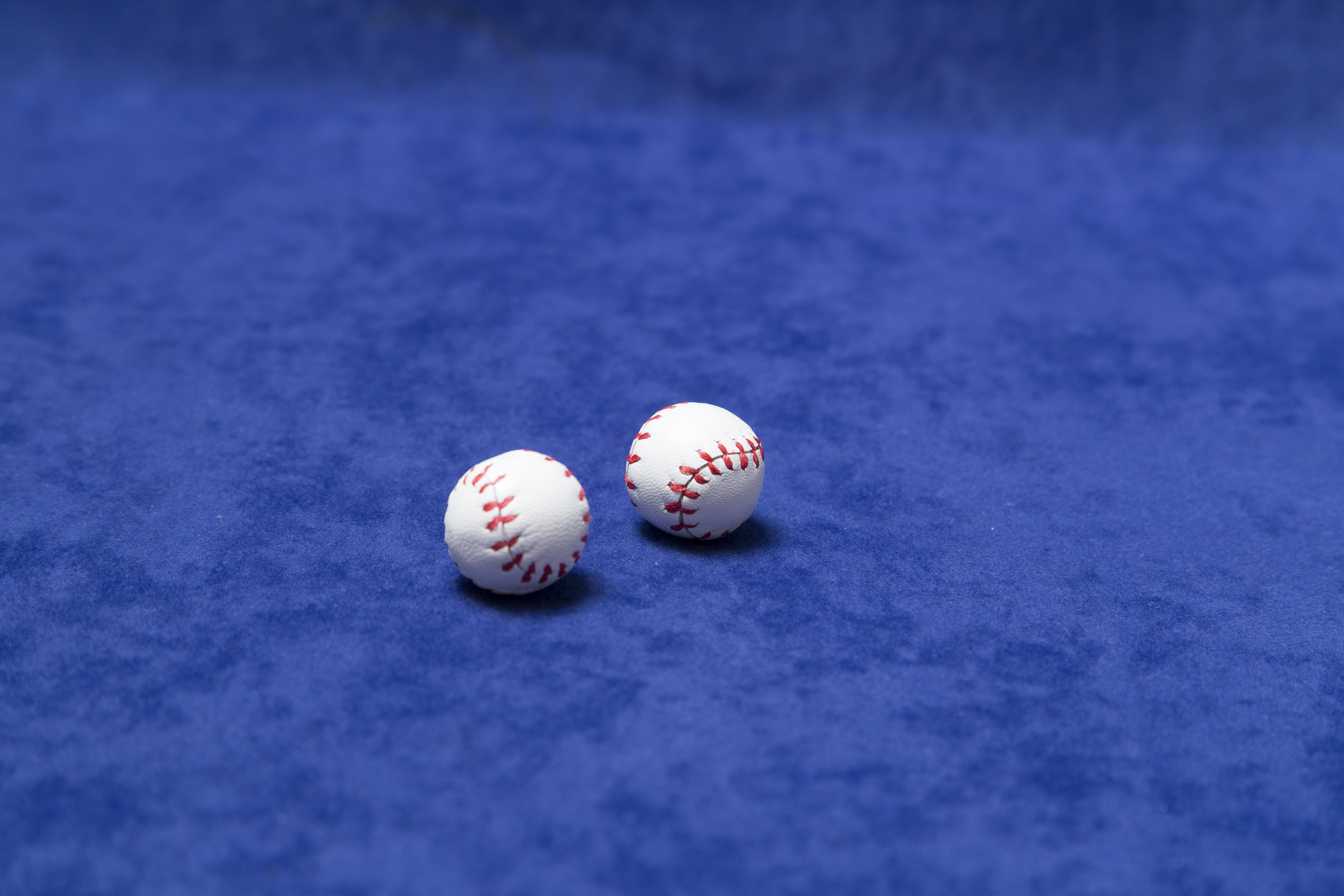 2-bolas-chop-cup-piel-5472x3648 | iluminat.com