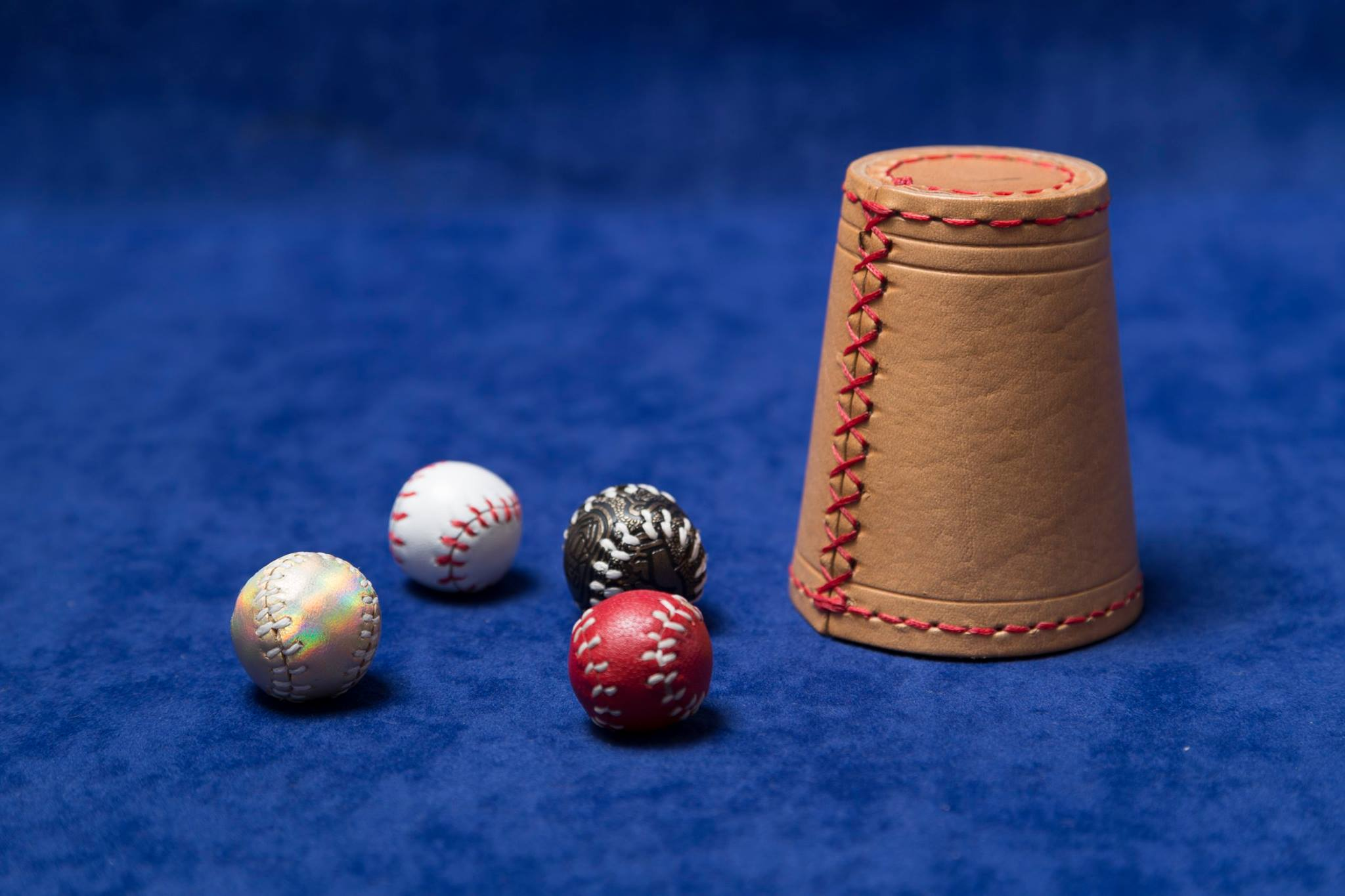 set-chop-cup-cuero-natural-2-bolas-2048x1365 | ilusionat.com
